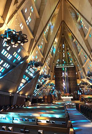 sanctuary_windows_worship