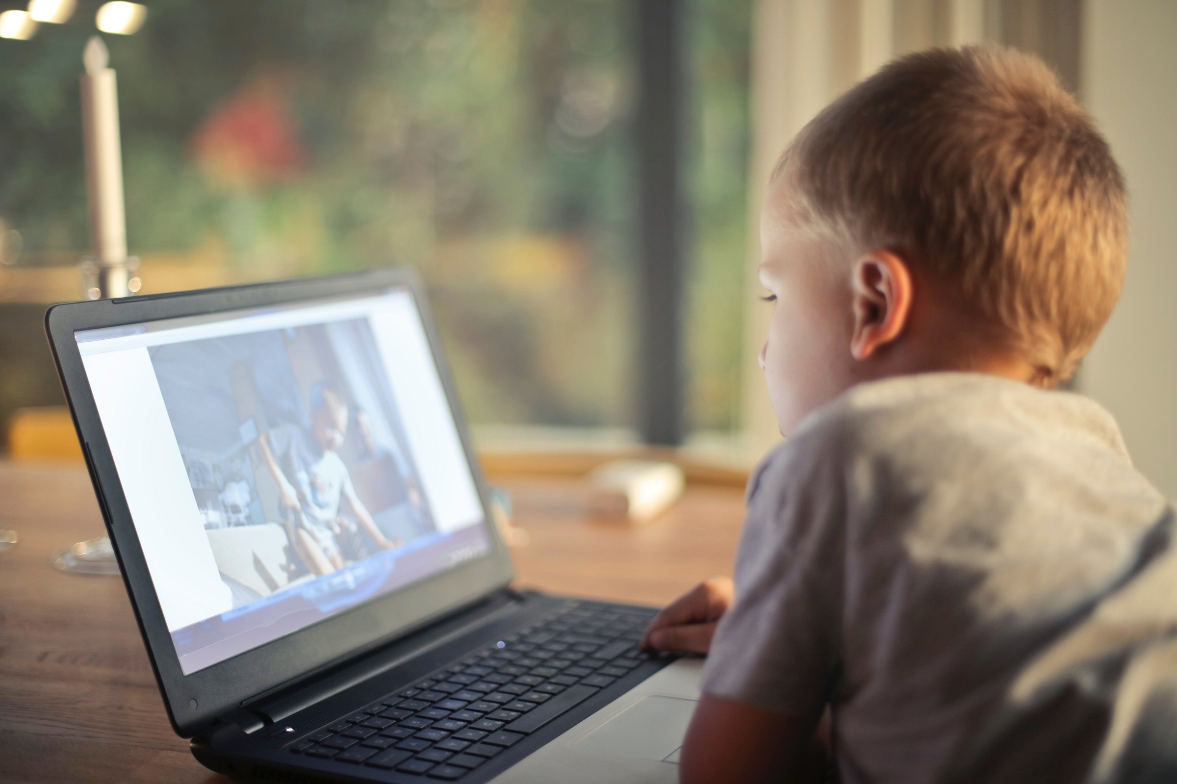 boy-watching-video-using-laptop-821948